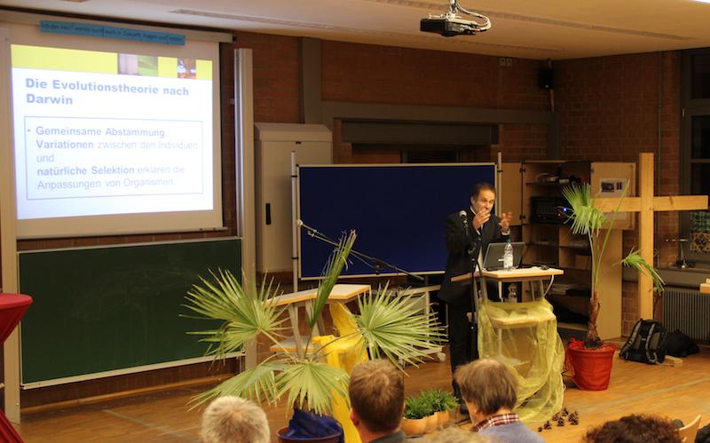 Referent Prof. Dr. Werner Rieß zum Thema Schöpfung und Evolution