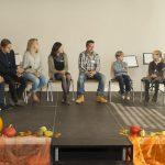 Schülerinnen und Schüler mit Dr. Thomas Mengel