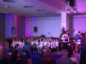 Auftritt der Weihnachtstalkshow im Gottesdienst der Fathershousegemeinde